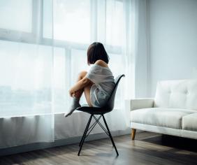 žena sa trápi s neplodnosťou