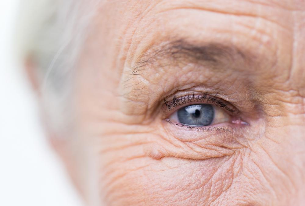 Oko staršej ženy