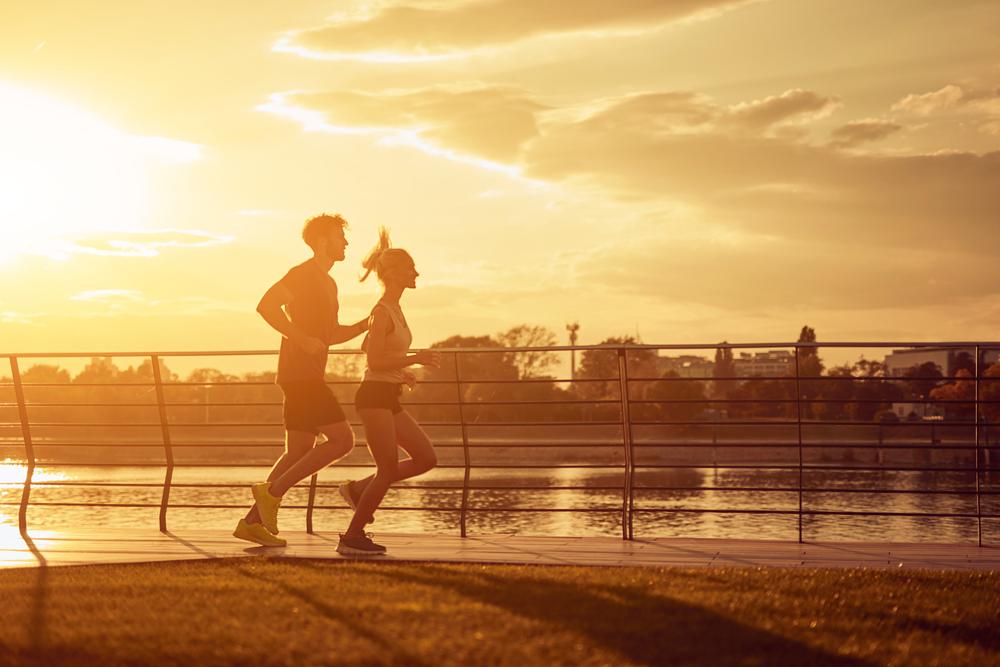 obrázok dvoch bežcov